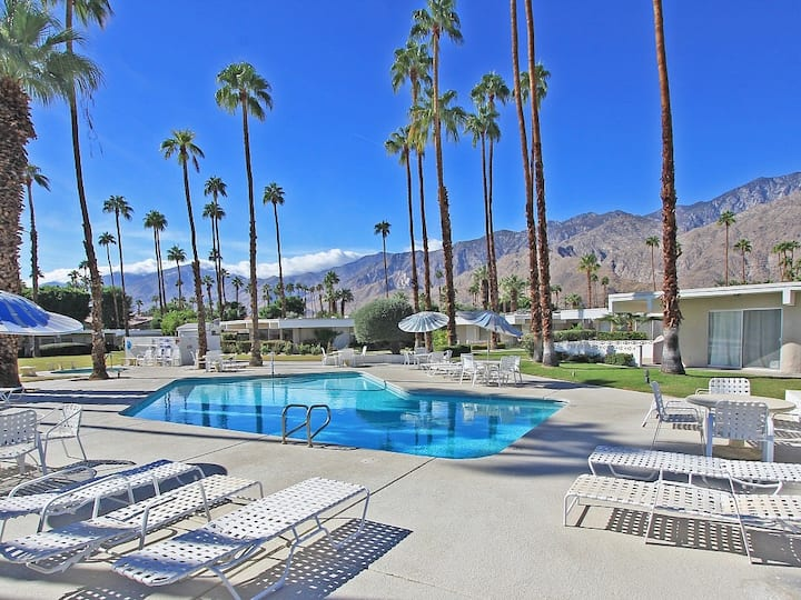 Bright, family-friendly condo w/ shared heated outdoor pool & pool spa