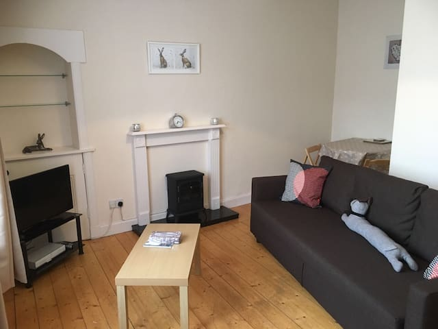 Bright one bed flat in Lauder town center