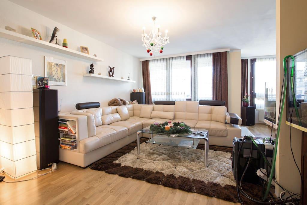 wohnzimmer mit balkon wohnungen zur miete in wien wien. Black Bedroom Furniture Sets. Home Design Ideas