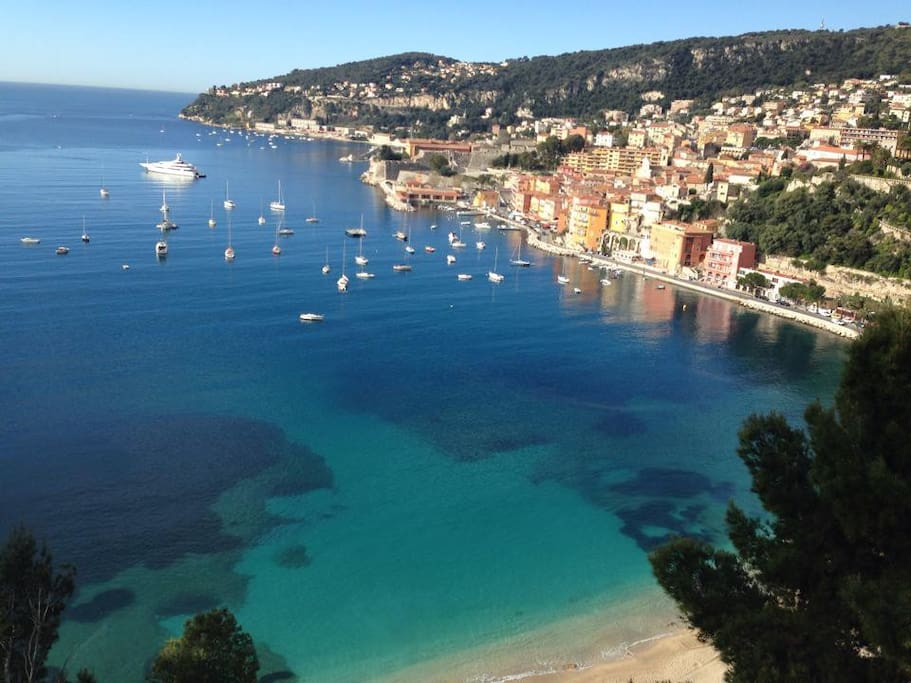 10-min walks from some of French Riviera's best beaches