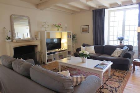Idyllic location beside the river - Montignac-Charente - Hus