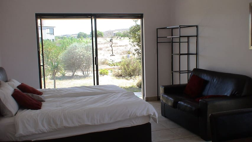 Golf and Country Estate House, can sleep up to 4 - Langebaan - House