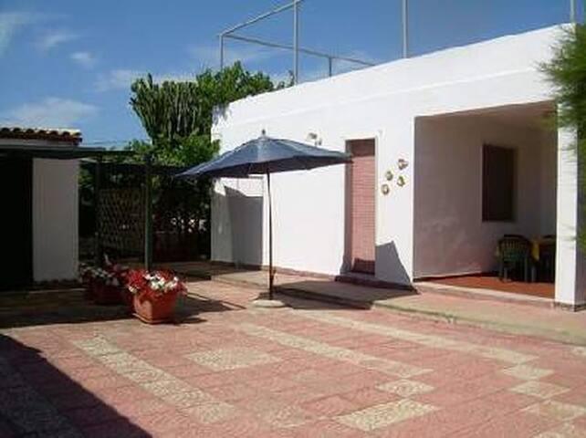 Casa del sole con giardino al mare - Calabernardo - Villa