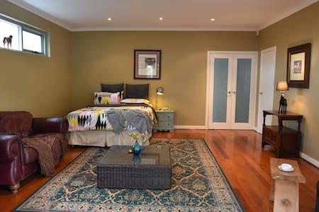 Beautiful large room - Floreat