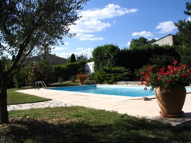 Chambre dans villa proche du centre - Albi - Villa