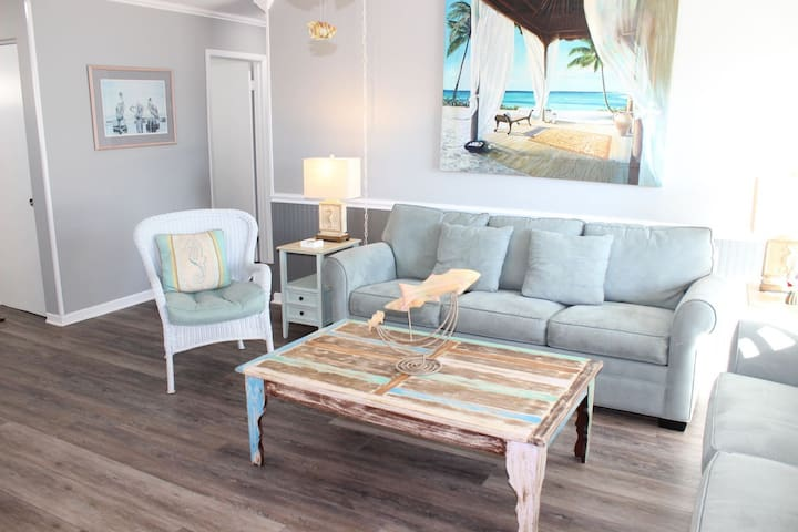 Coastal Chic and Beautiful Walk to the Beach! Sandpiper Cove 3115. Free Fun Acti