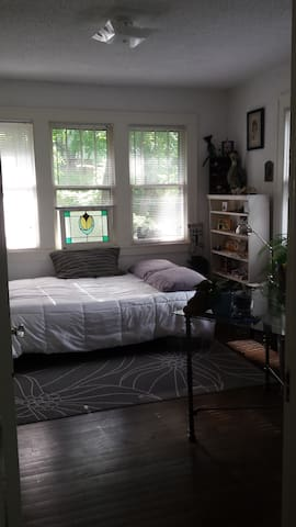 Sweet room in W. Asheville bungalow