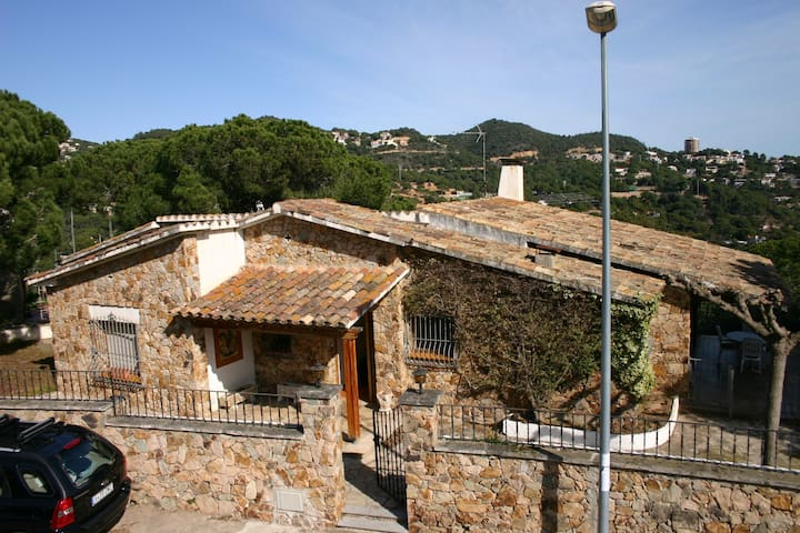 Summer and Winter chalet in Cala Canyelles