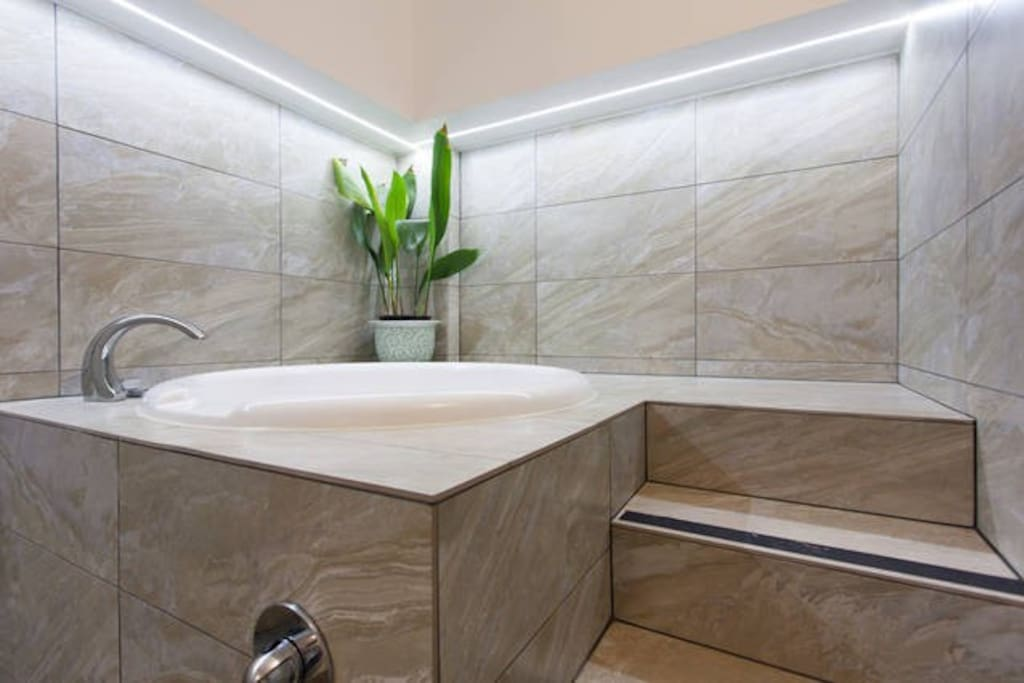 Deep soaking Japanese style bath
