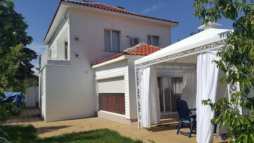 Luxury Romantic Boutique House 6+ 30min from Sofia