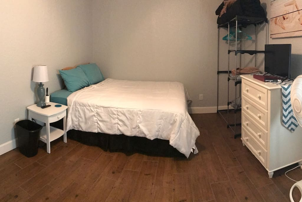 Queen bed, tv, freestanding closet