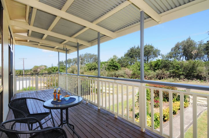 Maysie's Beach House on the shores of Jervis Bay - Callala Beach - Huis
