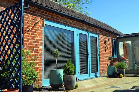 Boutique B&B in private suite. Red Barn, Foulsham