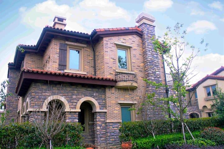 安吉. 意大利托斯卡纳风情别墅,临顶级山地高尔夫球场 - Huzhou