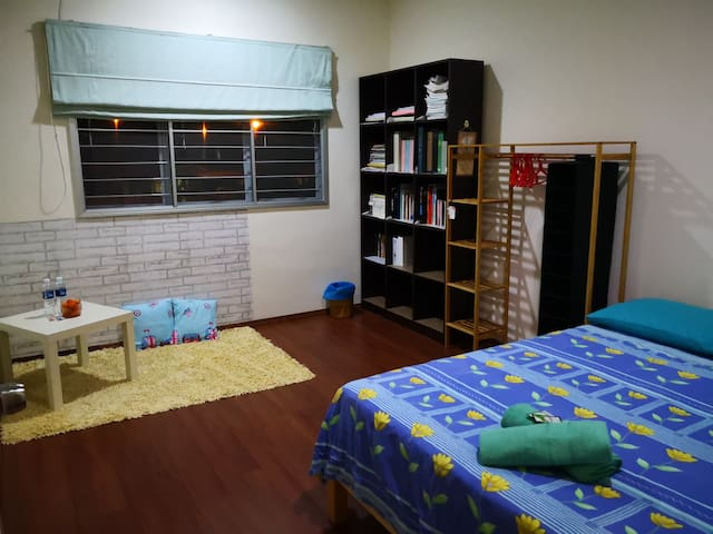 CozyRoom with fan near airport (free transfer)