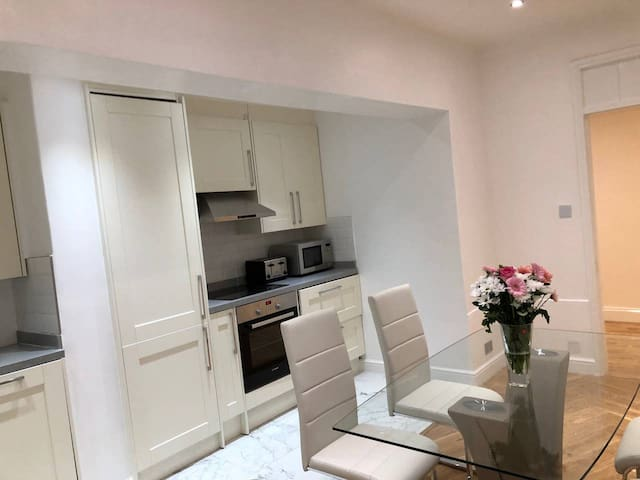 Double room South Belgravia with park access B