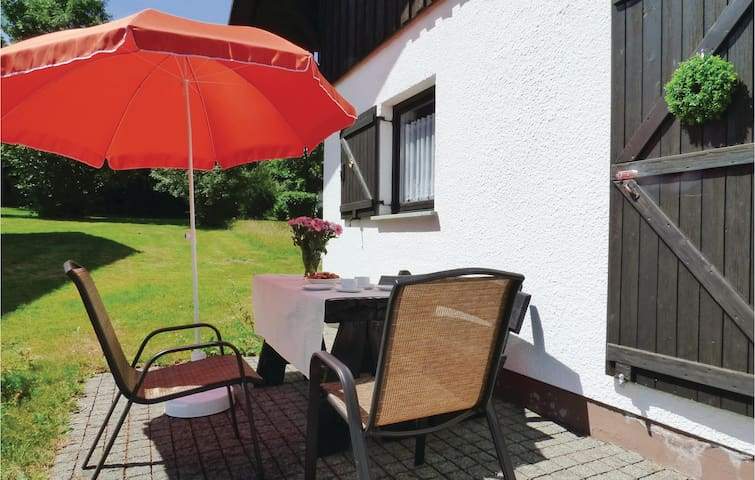 Former farm house with 2 bedrooms on 90m² in Thalfang