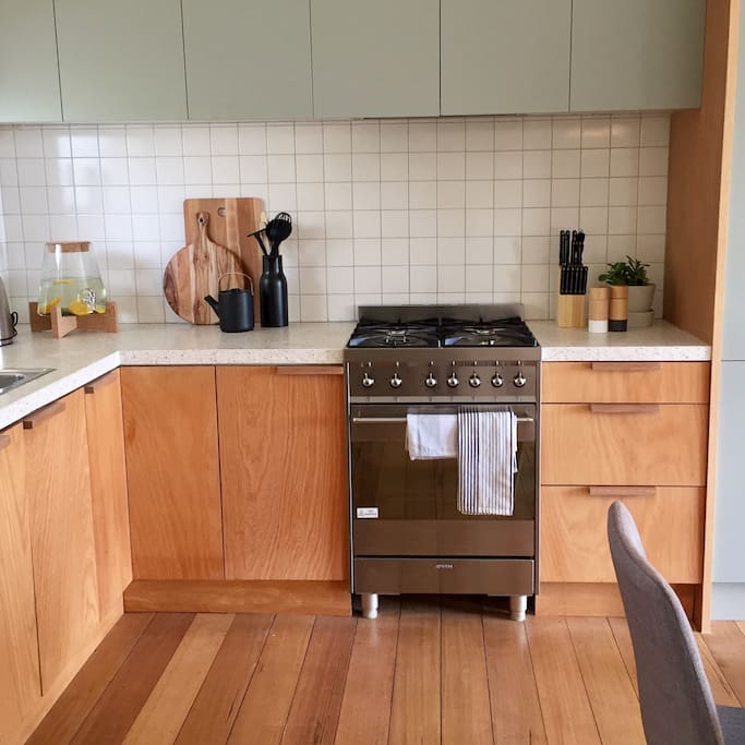 Architect designed, fully equipped kitchen with integrated dishwasher and brand new appliances.