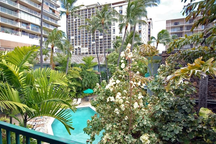 Ideal Hawaii Vacation! Amazing Unit for 2! Pool!