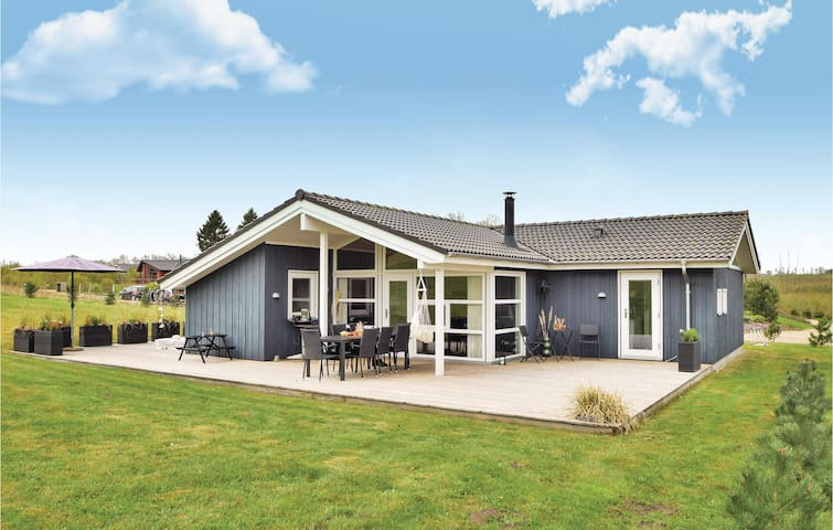 Holiday cottage with 4 bedrooms on 116m² in Ejstrupholm
