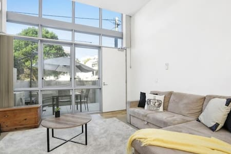 Light and Modern Apartment near Dee Why Beach - Dee Why