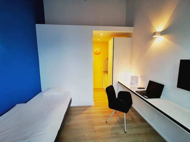 Fully equipped single room - Brussels Airport