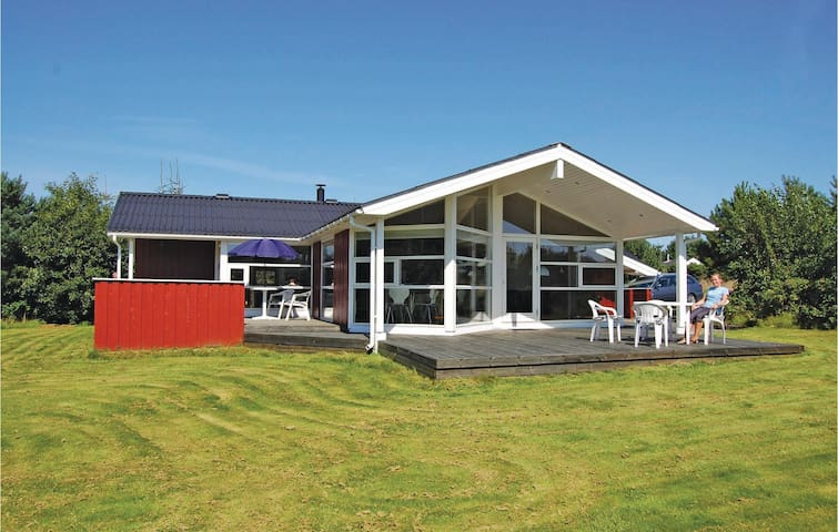 Holiday cottage with 4 bedrooms on 95m² in Løkken