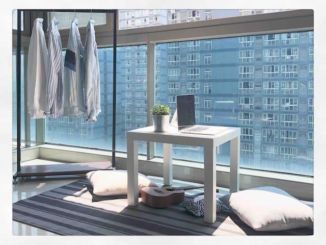 乐图的家1.0 | 短租优惠|商圈地铁|金沙湖|落地窗|超大阳台|舒适|vlog博主|旅行达人