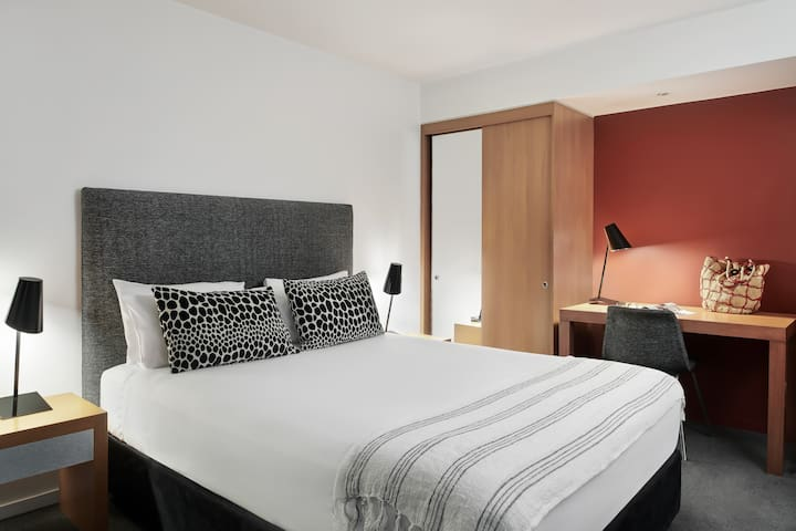 Little Bourke 14 nights - Studio Apartment