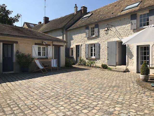 Chambre indépendante - Berchères-sur-Vesgre - บ้าน