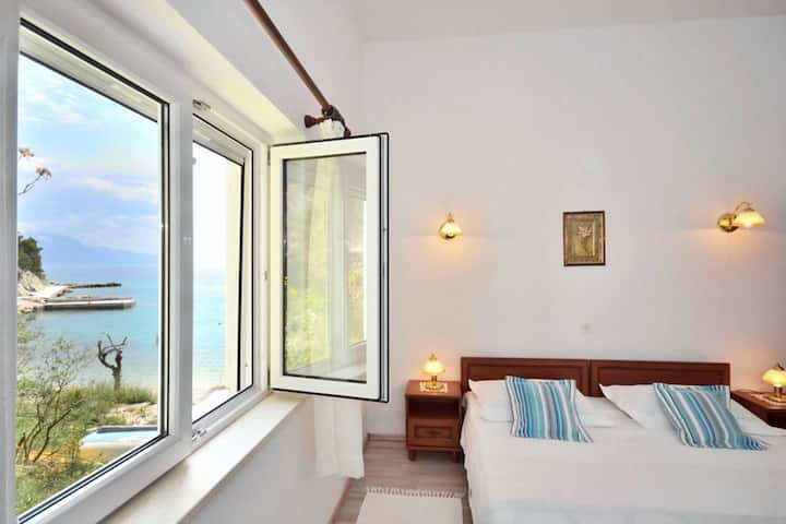 Apartment 10m from the beach