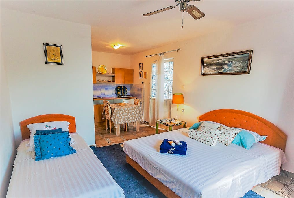Appartment well decorate and full confortable with sight in Budva's Riviera, for 3 persons
