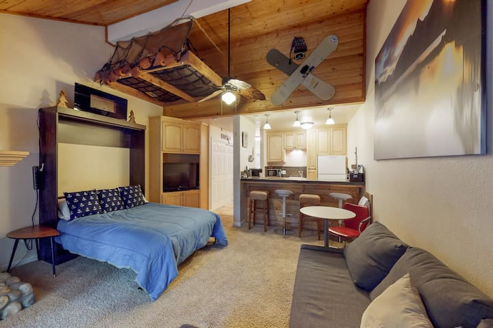 Dog-friendly condo near Shaver Lake & China Peak - shard pool & hot tub