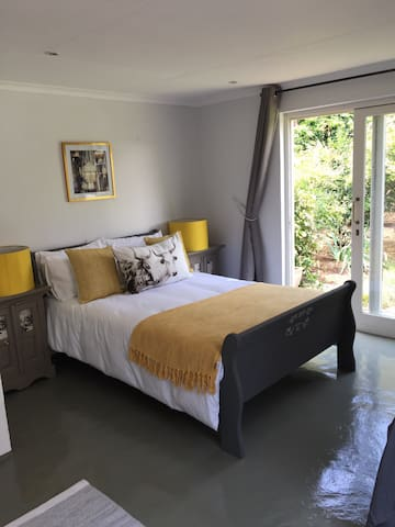 Spacious and sunny trendy cottage - Randburg - House