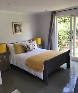 Spacious and sunny trendy cottage - Randburg