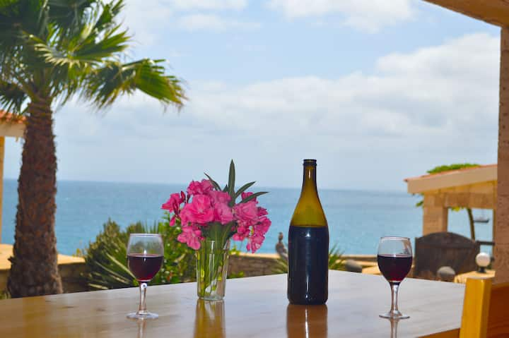 Cliff top villa, sea views, pool.