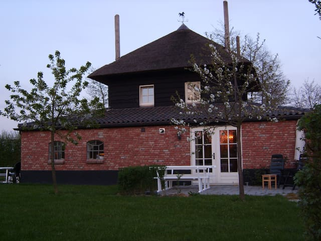 Lodge Rood with Swimming Pool! - Buurmalsen - Apartamento