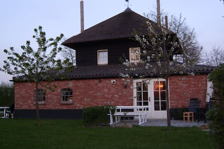 Lodge Rood with Swimming Pool! - Buurmalsen