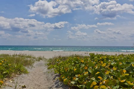 Cute cottage on PRIVATE BEACH - Delray Beach - Haus