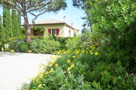 Appartement dans villa proche mer - Saint-Tropez - Byt