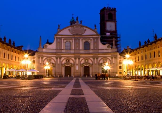 studio nel cuore di Vigevano #EXPO - Vigevano - วิลล่า