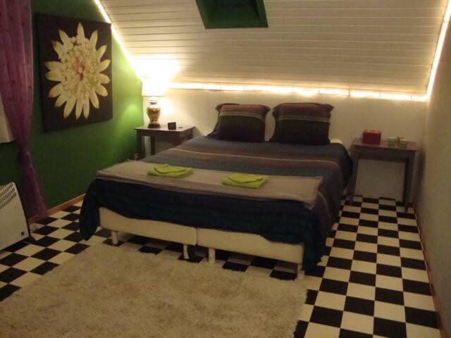 Knusse kamer in kleine gezinswoning