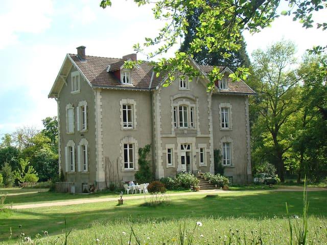 Bed & Breakfast Château la Perche - Buxières-sous-Montaigut