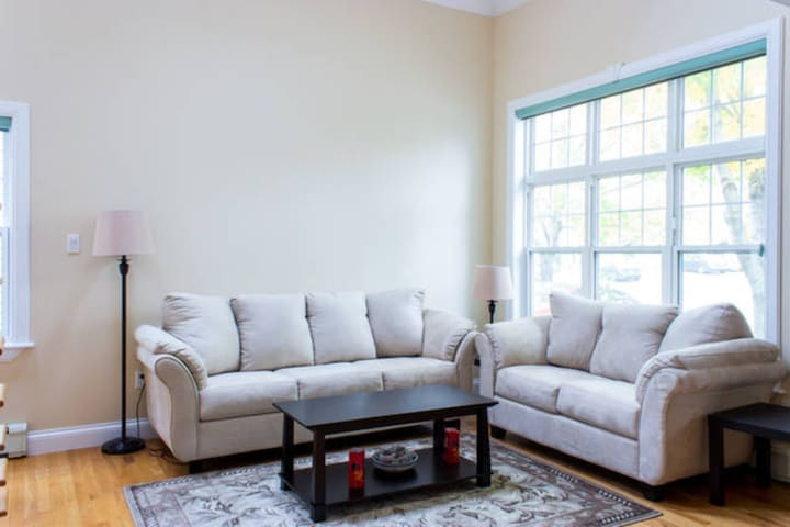 3 rooms for big family or group close smu,downtown