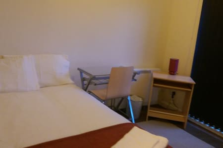 A large comfortable room with balcony - Liverpool - Huis