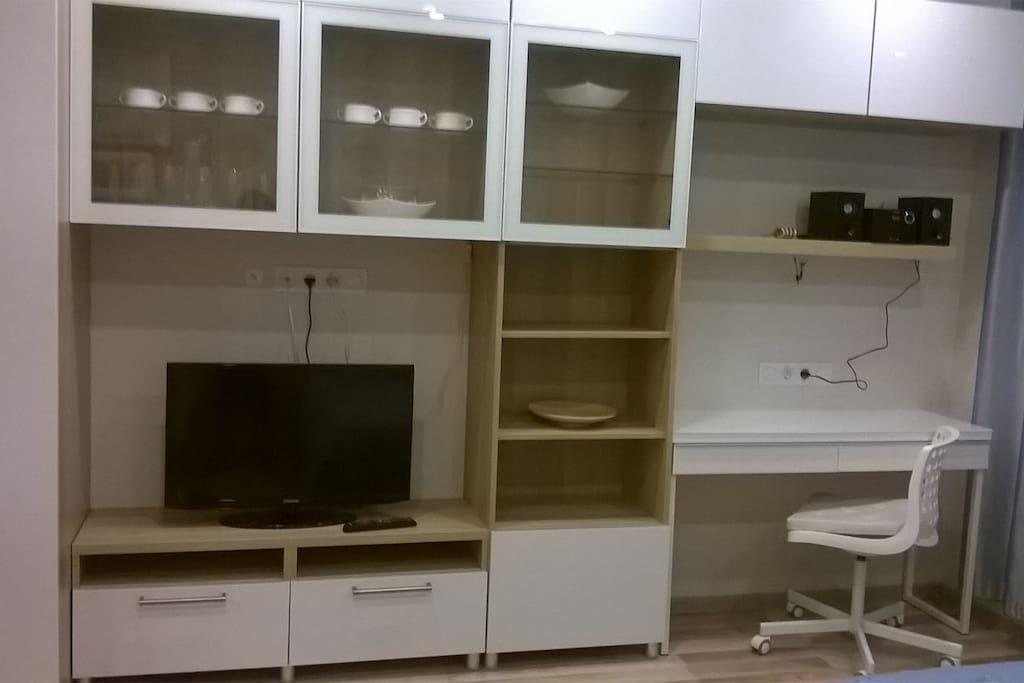 новая мебель с местами для хранения вещей