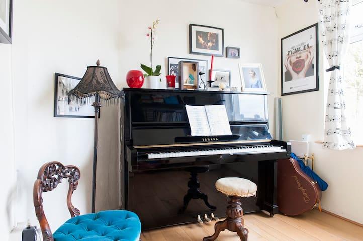 Double room in cosy corner of Cabra