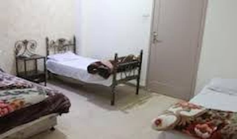 Private 3-bed room with bathroom - Nablus - Bed & Breakfast