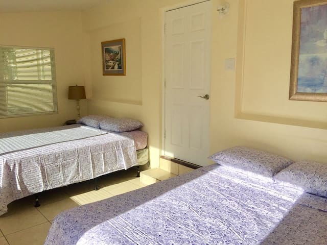Light and Easy Getaways 4 :) (PRIVATE ROOM)