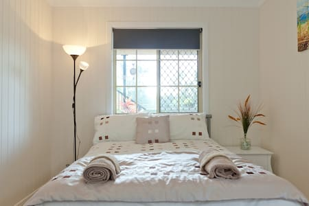 Great Room .... in Great Location - Oxley - Casa